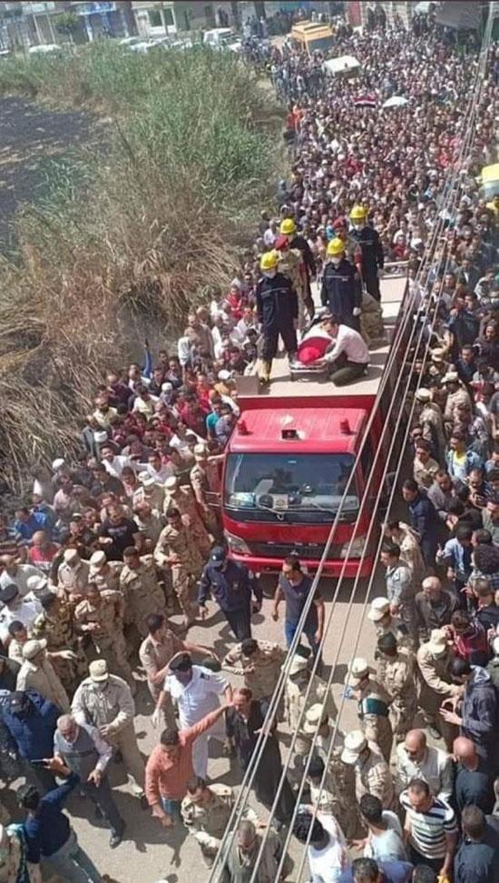 آلاف يشيعون جثمان شهيد سيناء (1)
