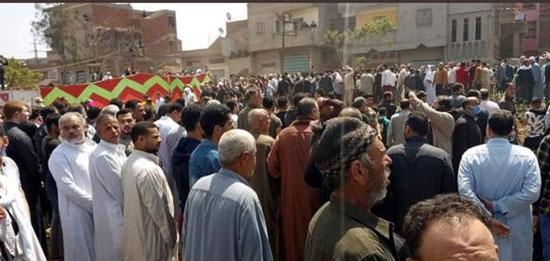 آلاف يشيعون جثمان شهيد سيناء (4)