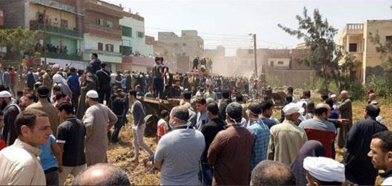 آلاف يشيعون جثمان شهيد سيناء (3)