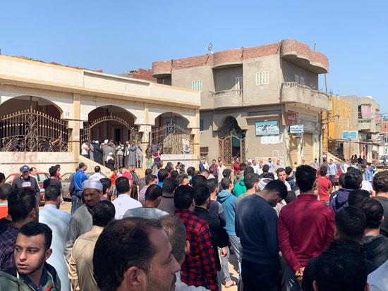آلاف يشيعون جثمان شهيد سيناء فى جنازة عسكرية (2)