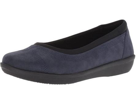 حذاء ذو نعال خفيفة الوزن