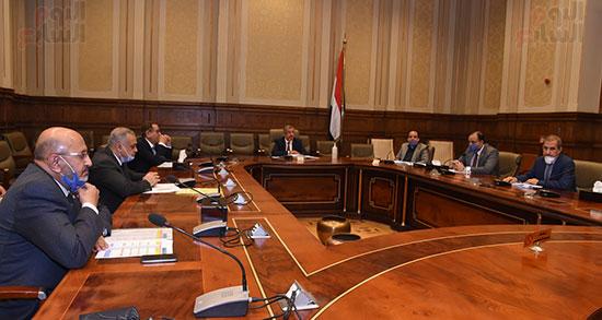 اجتماع لجنة الإسكان والمرافق (4)