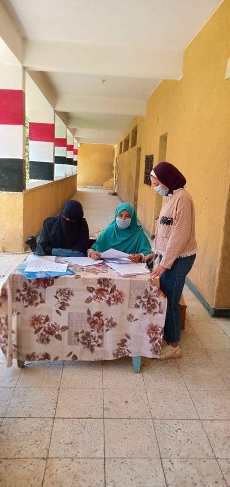 مدارس أسوان تتسلم المشروعات البحثية لطلاب المدارس لليوم الرابع (1)