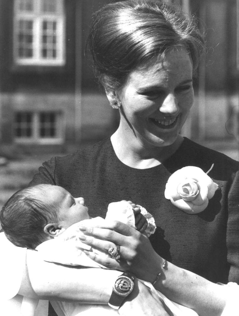 مع طفلها الأول
