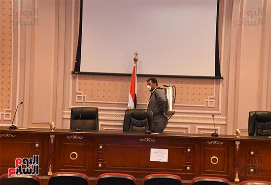 تعقيم و تطهير قاعات البرلمان استعدادا لجلسات الأحد المقبل (6)