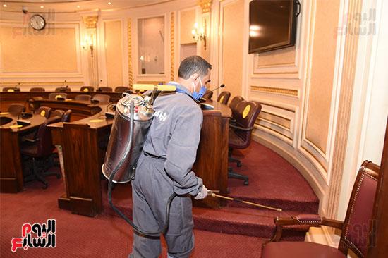 تعقيم و تطهير قاعات البرلمان استعدادا لجلسات الأحد المقبل (1)
