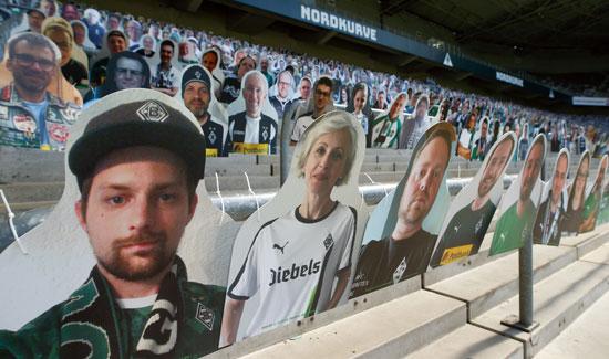 مجسمات المشجعين بملعب بورسيا مونشنجلادباخ