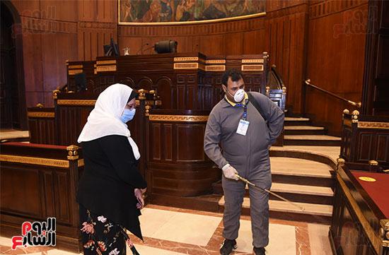 تعقيم و تطهير قاعات البرلمان استعدادا لجلسات الأحد المقبل (3)