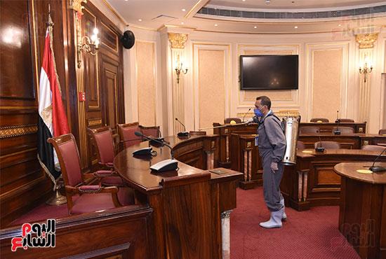 تعقيم و تطهير قاعات البرلمان استعدادا لجلسات الأحد المقبل (2)