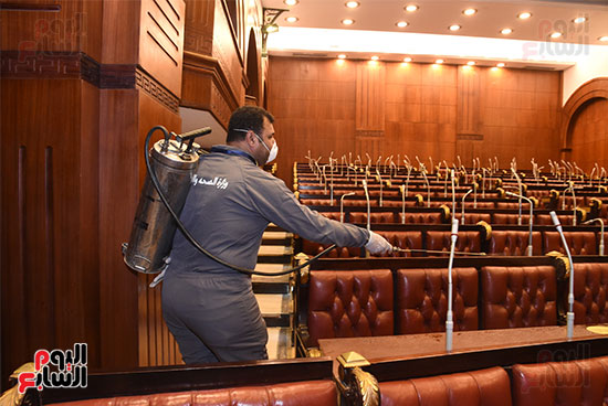 تعقيم و تطهير قاعات البرلمان استعدادا لجلسات الأحد المقبل (4)