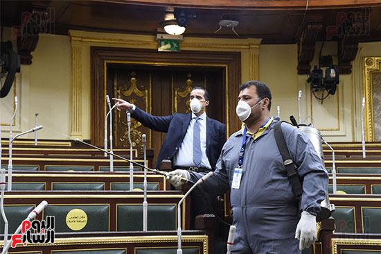 تعقيم و تطهير قاعات البرلمان استعدادا لجلسات الأحد المقبل (18)