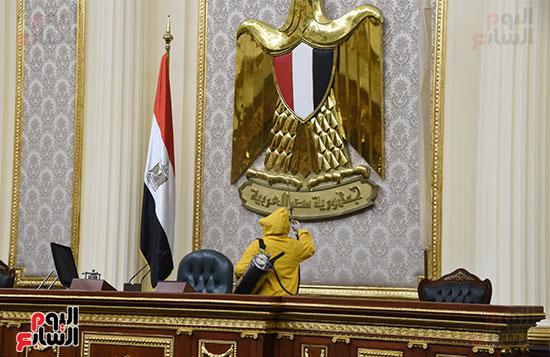 تعقيم و تطهير قاعات البرلمان استعدادا لجلسات الأحد المقبل (14)