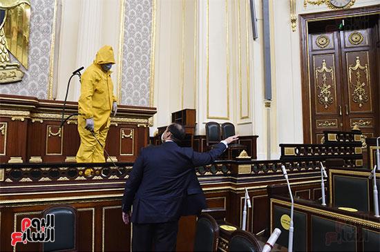 تعقيم و تطهير قاعات البرلمان استعدادا لجلسات الأحد المقبل (22)