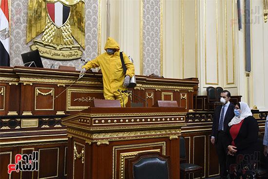 تعقيم و تطهير قاعات البرلمان استعدادا لجلسات الأحد المقبل (21)