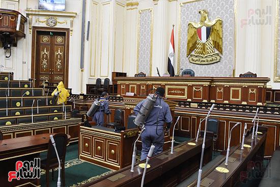 تعقيم و تطهير قاعات البرلمان استعدادا لجلسات الأحد المقبل (13)