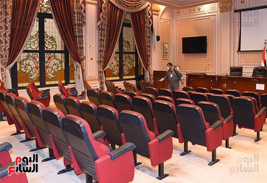 تعقيم و تطهير قاعات البرلمان استعدادا لجلسات الأحد المقبل (7)