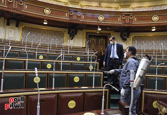 تعقيم و تطهير قاعات البرلمان استعدادا لجلسات الأحد المقبل (16)