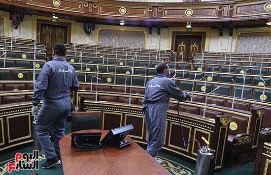 تعقيم و تطهير قاعات البرلمان استعدادا لجلسات الأحد المقبل (12)