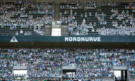 مجسمات المشجعين بملعب مونشنجلادباخ