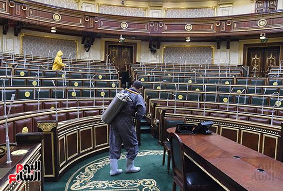 تعقيم و تطهير قاعات البرلمان استعدادا لجلسات الأحد المقبل (11)