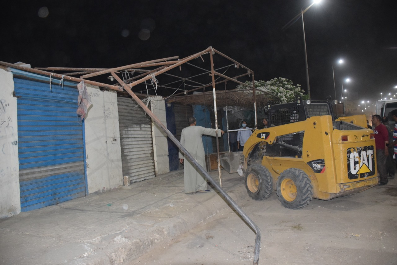 تحرير وإزالة 56 محضر وإشغال طريق ليلاً