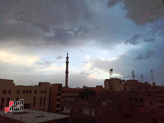أمطار ورعد وبرق في سماء محافظة الأقصر (5)