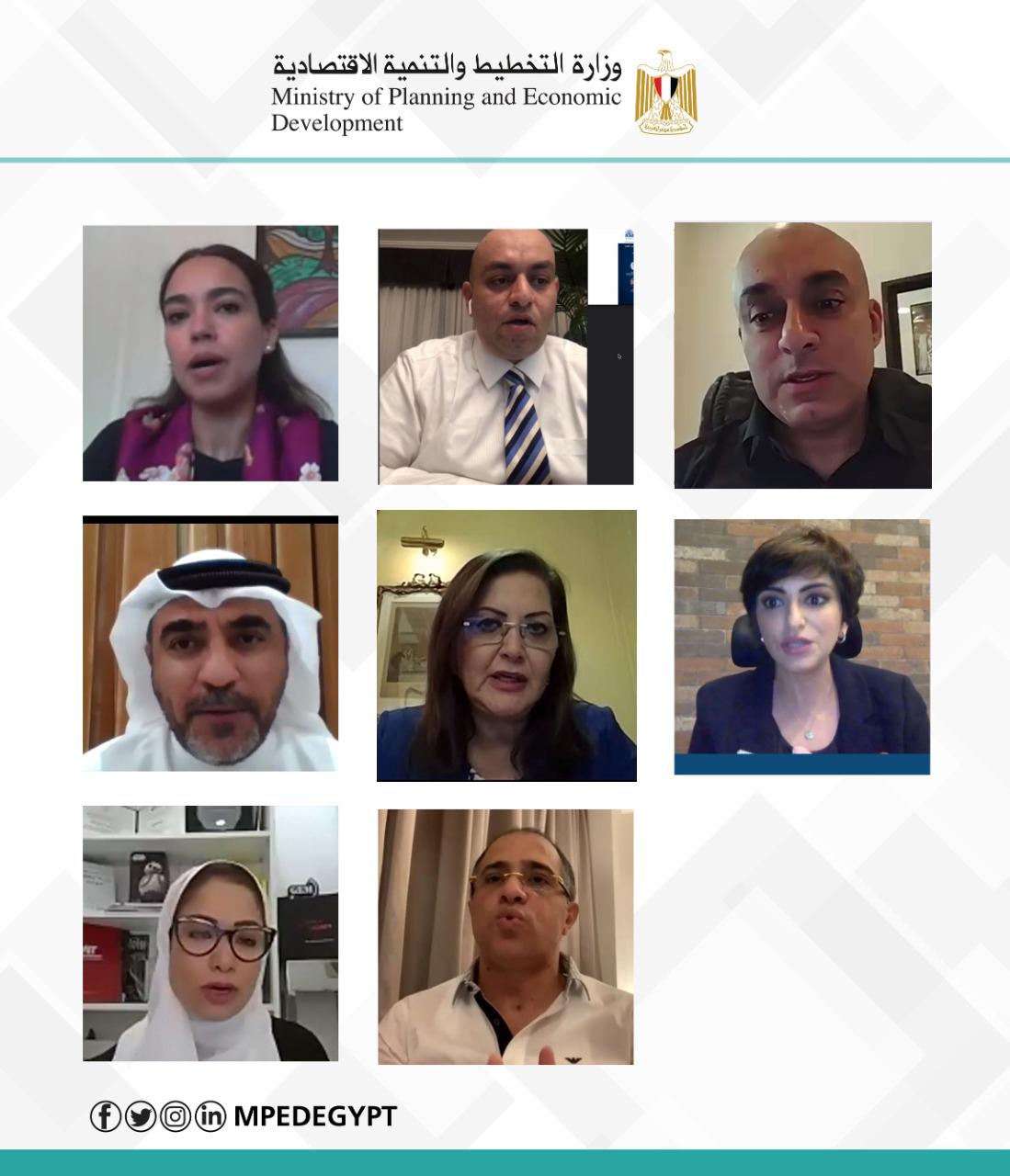 صورة مشاركة دكتورة هالة السعيد كمتحدث رئيسي بندوة المجلس الدولي للمشروعات الصغيرة
