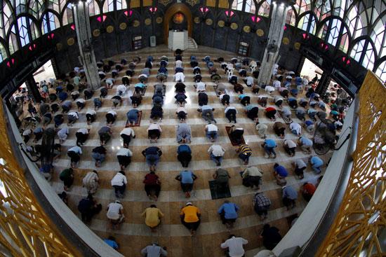 صلاة الجمعة داخل المسجد