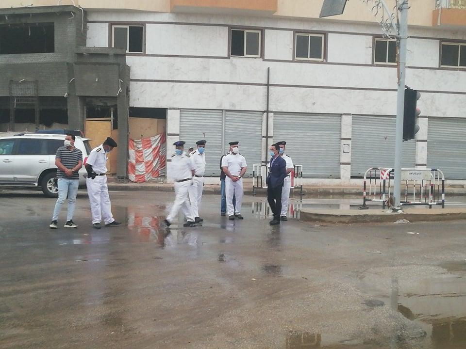 مدير امن الوادى الجدد يتابع اعمال شفط مياه الامطار (9)