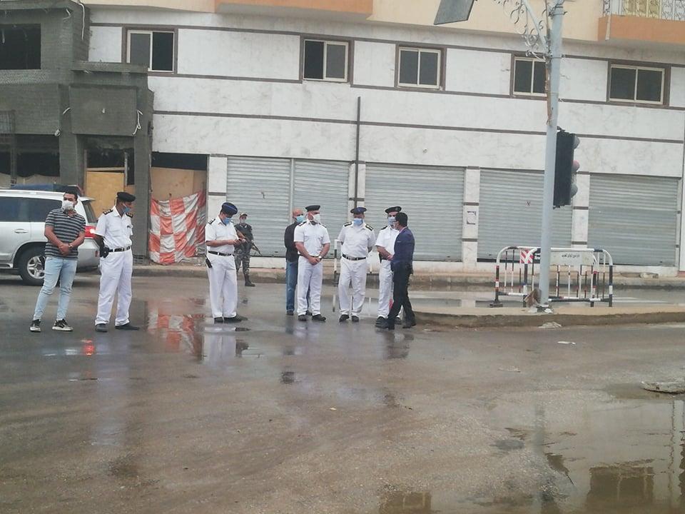 مدير امن الوادى الجدد يتابع اعمال شفط مياه الامطار (1)
