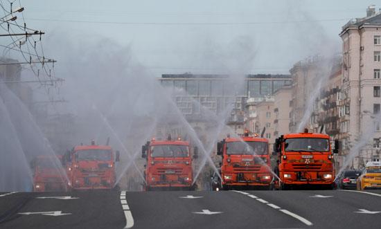 تطهير وتعقيم شوارع موسكو