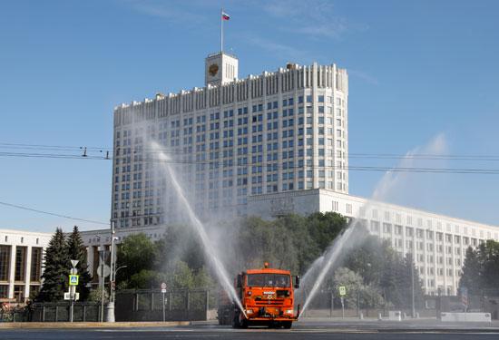 تطهير وتعقيم شوارع موسكو لمواجهة كورونا