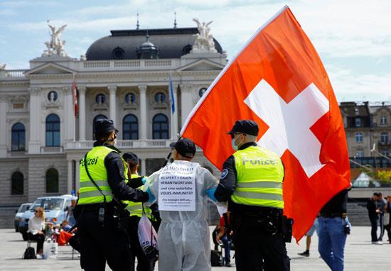 مظاهرات فى سويسرا ضد إجراءات العزل