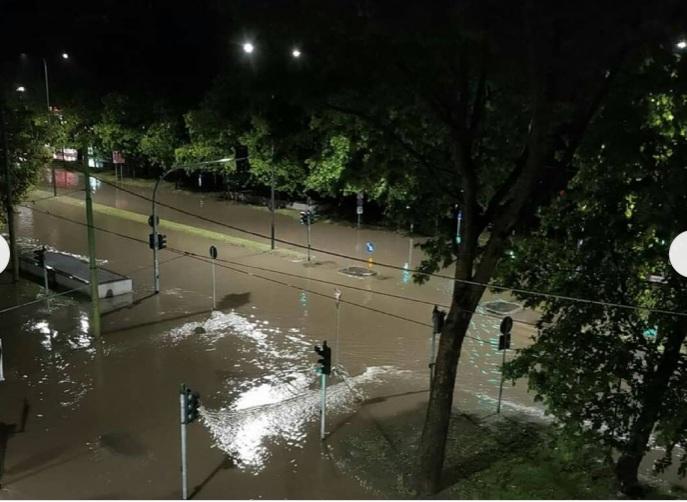 غرق الشوارع فى ميلانو