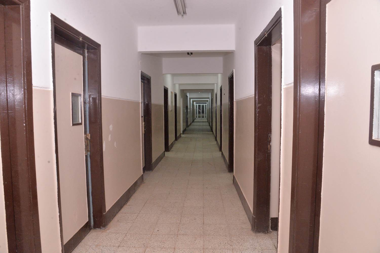 محافظ أسيوط يتفقد تجهيزات المدينة الجامعية تمهيدًا لاستقبال العائدين من الخارج (2)