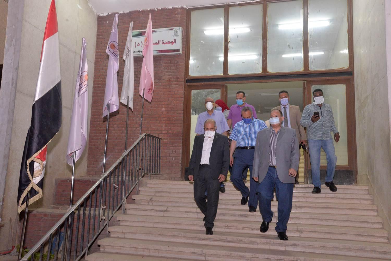 محافظ أسيوط يتفقد تجهيزات المدينة الجامعية تمهيدًا لاستقبال العائدين من الخارج (4)