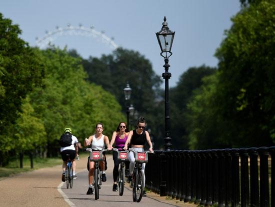 كورونا يدفع البريطانيين لركوب الدراجات (2)