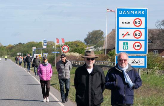 دنماركيون يتوجهون لموقع التظاهر