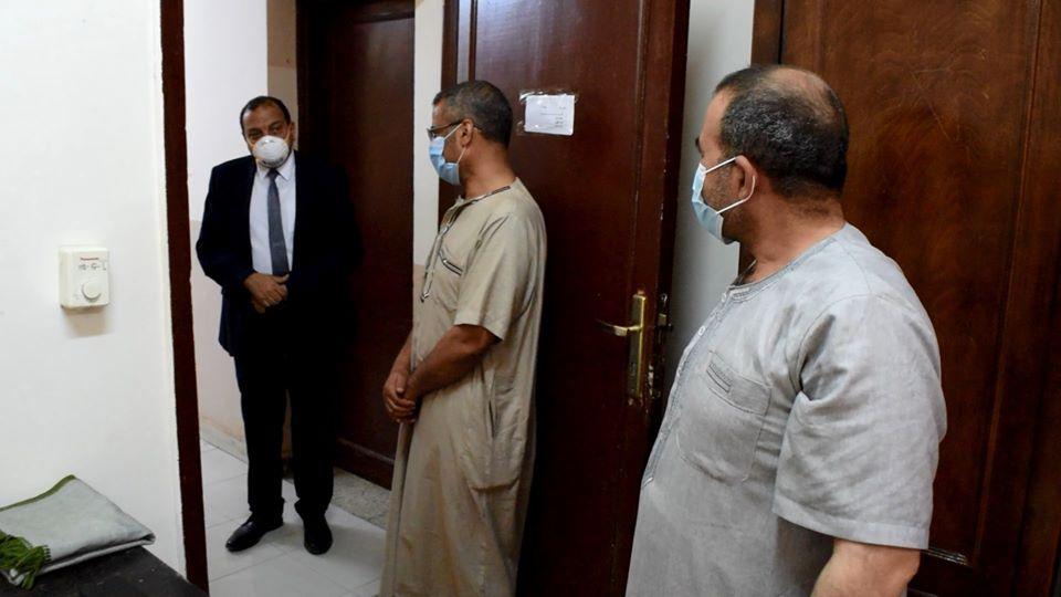 رئيس الجامعة يستقبل المصريين