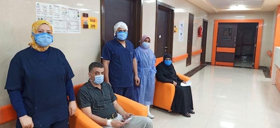 صورة للذكرى للفريق الطبى مع عدد من المصابين
