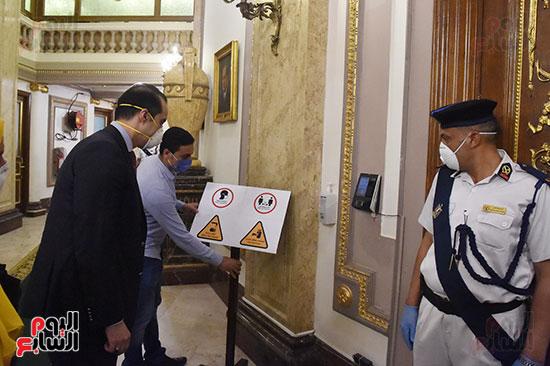 أمين عام النواب يتفقد انتظام سير الإجراءات الاحترازية قبل بدء الجلسة العامة  (15)