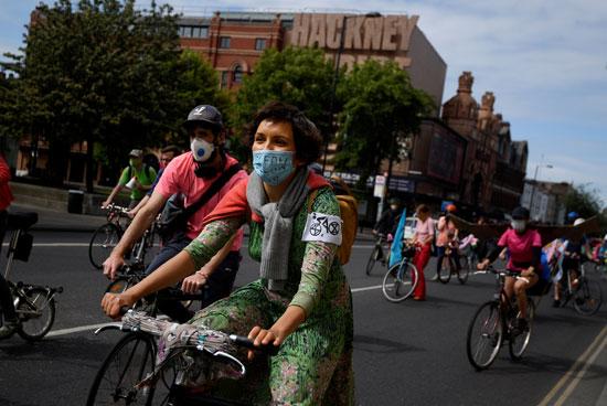 كورونا يدفع البريطانيين لركوب الدراجات
