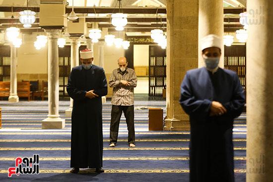 أول صور من صلاة التراويح بالجامع الأزهر  (11)