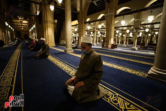 أول صور من صلاة التراويح بالجامع الأزهر  (17)