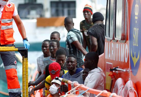 66763-عدد-من-المهاجرين