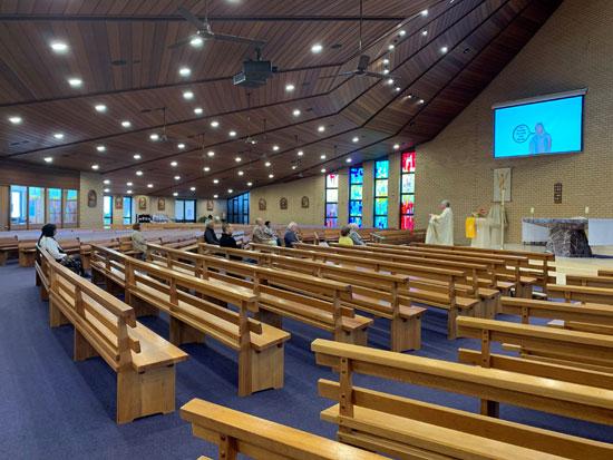 حضور محدود بأحد كنائس إيطاليا