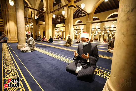 أول صور من صلاة التراويح بالجامع الأزهر  (6)