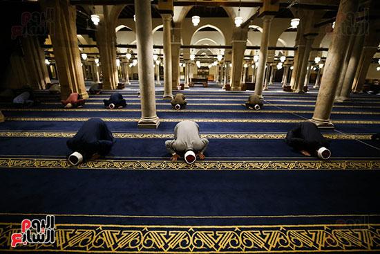 أول صور من صلاة التراويح بالجامع الأزهر  (16)