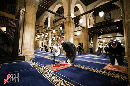 أول صور من صلاة التراويح بالجامع الأزهر  (15)