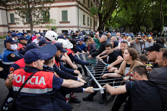 77268-المحتجون-فى-ألبانيا